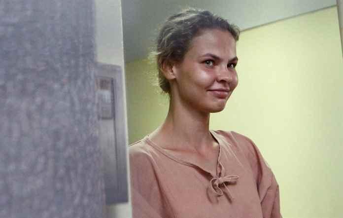 Настя Рыбка и Алекс Лесли были арестованы после прибытия в Москву в аэропорту Шереметьево