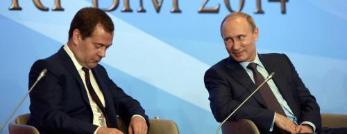 Путин работает, Медведев спит: Россияне «раскрыли» феномен неутомимого президента РФ